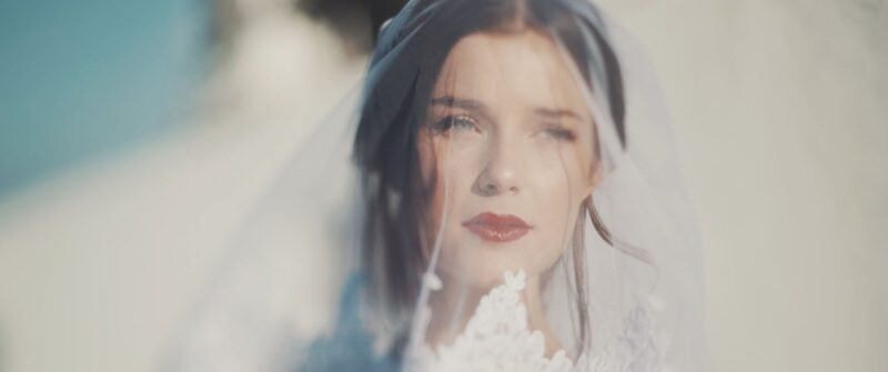 A gorgeous bride in a Greek chic wedding taking place at Corfu island | whitefilming